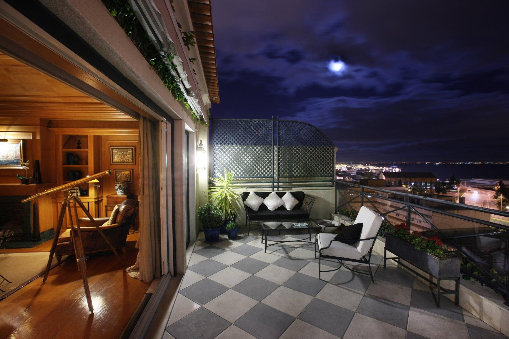 Hoteis Heritage Lisboa - As Janelas Verdes noite